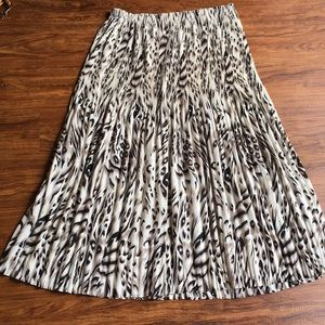 Beautiful Crinkled animal print maxi skirt size 1x